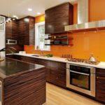 Сочетание оранжевого и коричневого в дизайне интерьера кухни