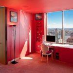 Розовый цвет в интерьере домашнего кабинета