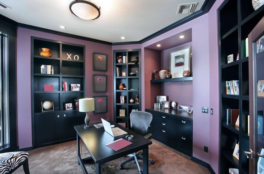Фиолетовый рабочий кабинет
