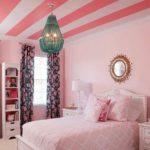 Стильный розовый интерьер спальни