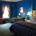 Синий цвет в интерьере спальной комнаты