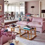 Розовая мебель в интерьере гостиной