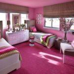 Оформление современной спальной комнаты в розовых тонах