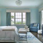 Голубой цвет в интерьере спальной комнаты