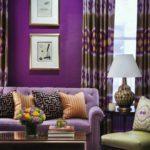Фиолетовый в интерьере гостиной комнаты