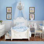 Голубой цвет в интерьере детской - фото