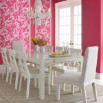 Столовая в розовом цвете