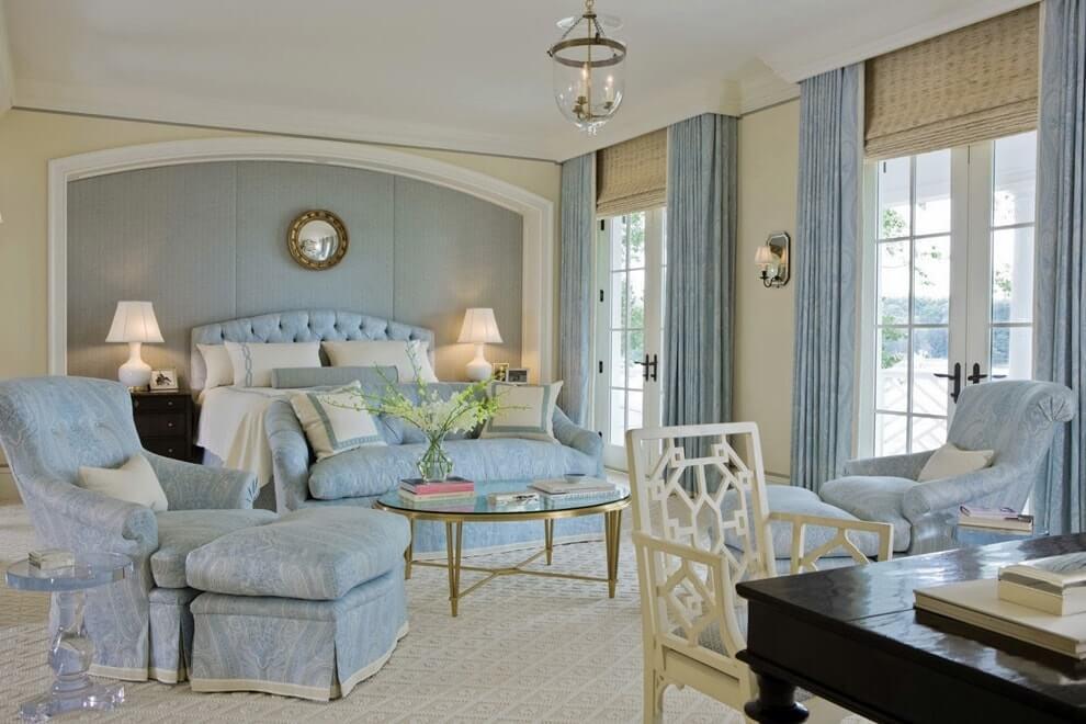 Спальная комната в нежно голубом цвете
