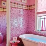 Розовый в интерьере ванной