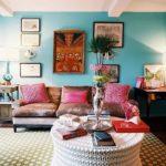 Голубой цвет в интерьере гостиной - фото