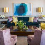 Сиреневый цвет в интерьере гостиной - фото