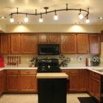 Потолочные люстры в интерьере кухни - фото 2