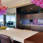 Потолочные люстры в интерьере кухни - фото 4