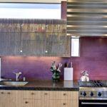 Сиреневый цвет в интерьере кухни - фото