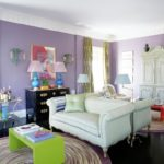 Сиреневый цвет в интерьере гостиной комнаты
