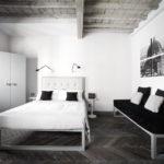 Модульная картина в интерьере спальной комнаты