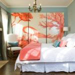 Триптих картина в интерьере спальной комнаты