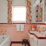 Персиковый цвет в ванной комнате - фото