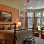 Дизайн спальни в персиковом цвете - фото