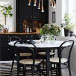 Черный цвет в кухне-столовой
