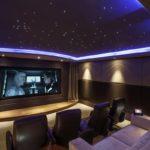 LED-подсветка в интерьере кинозала