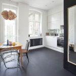 Матовый наливной пол на кухне - фото