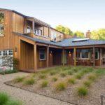 Двухэтажный дом в стиле ранчо