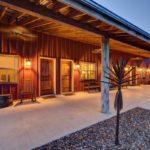 Терраса дома в стиле ранчо