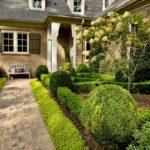 Регулярный сад у дома