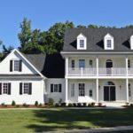 Большой загородный дом в колониальном стиле