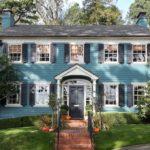 Красивый дом в колониальном стиле - фото