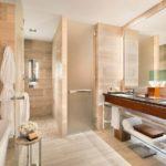 Дизайн ванной в бежевом цвете - фото