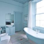 Оформление ванной в голубом цвете