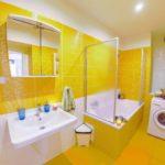 Желтый в интерьере ванной комнаты - фото