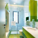 Зеленый цвет в интерьере ванной - фото