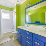 Яркий салатовый в интерьере ванной комнаты