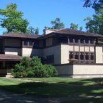 Большой загородный дом в стиле Райта