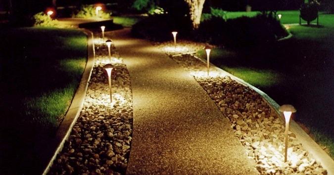 Подсветка дорожек в саду