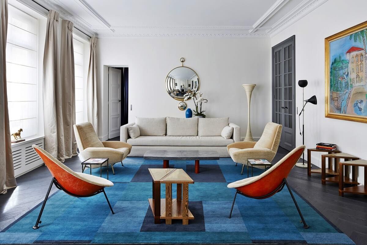 Просторная гостиная в парижском стиле