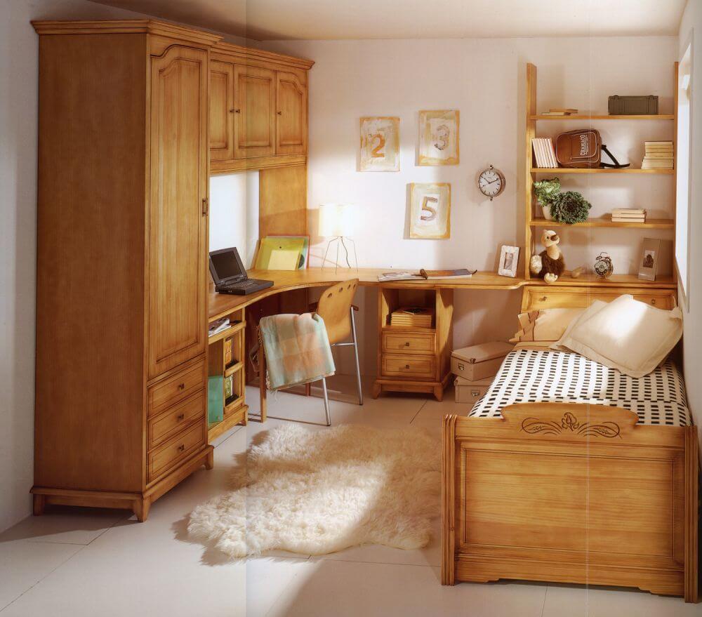 Резная деревянная мебель в интерьере детской