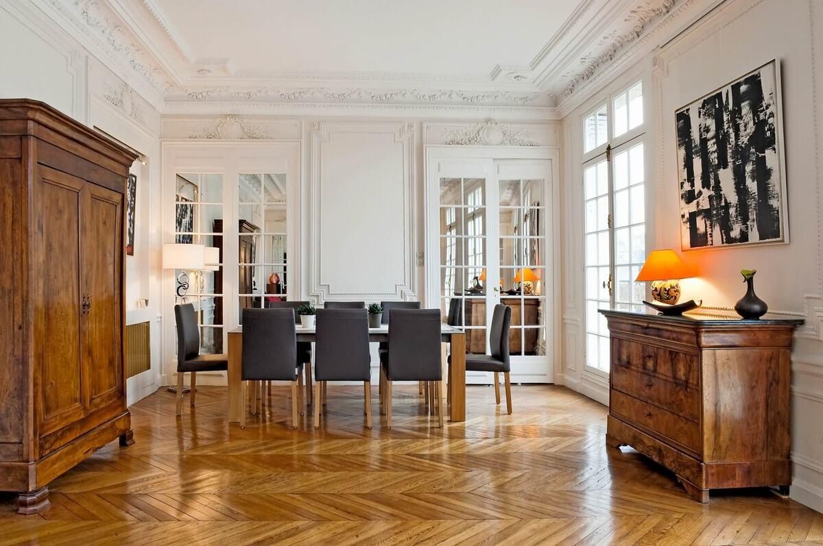 Старая мебель в парижском интерьере