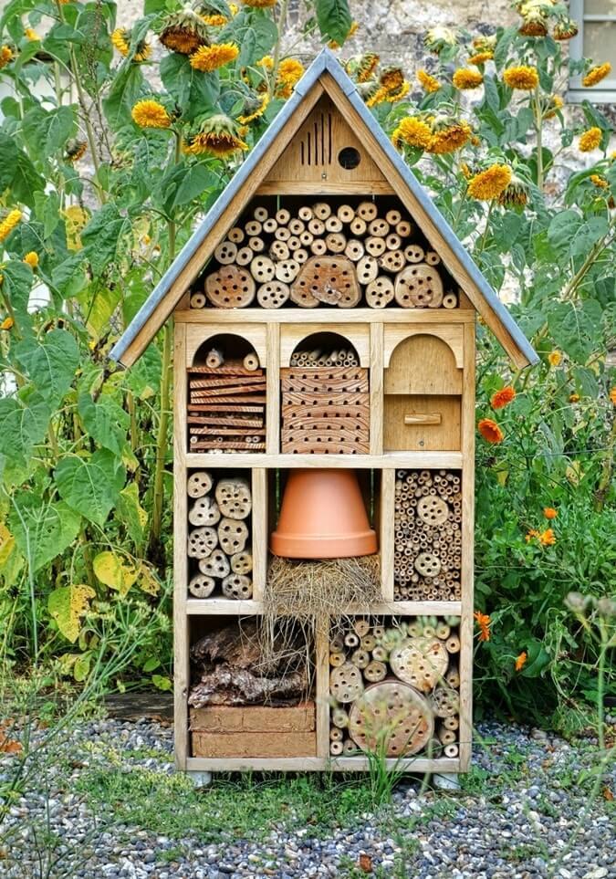 Домик для насекомых в саду