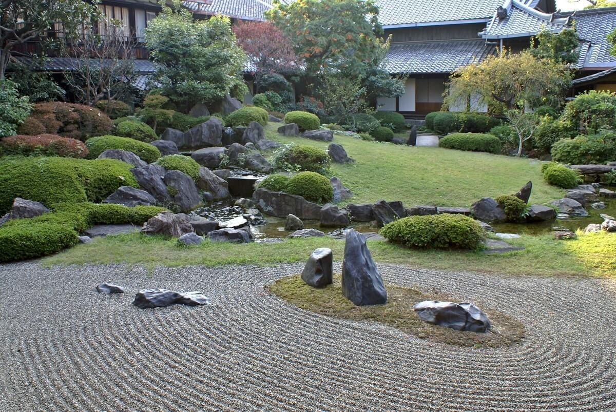 Каменистый сад в японском стиле
