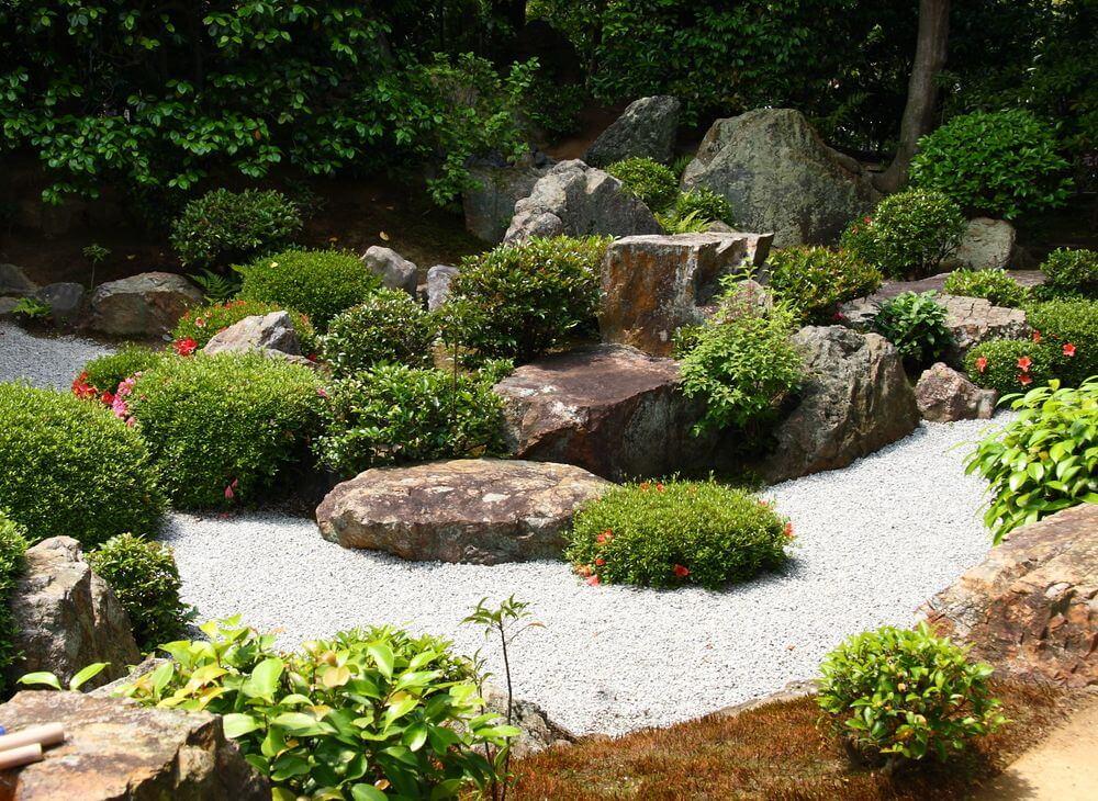 Камни в альпийском саду