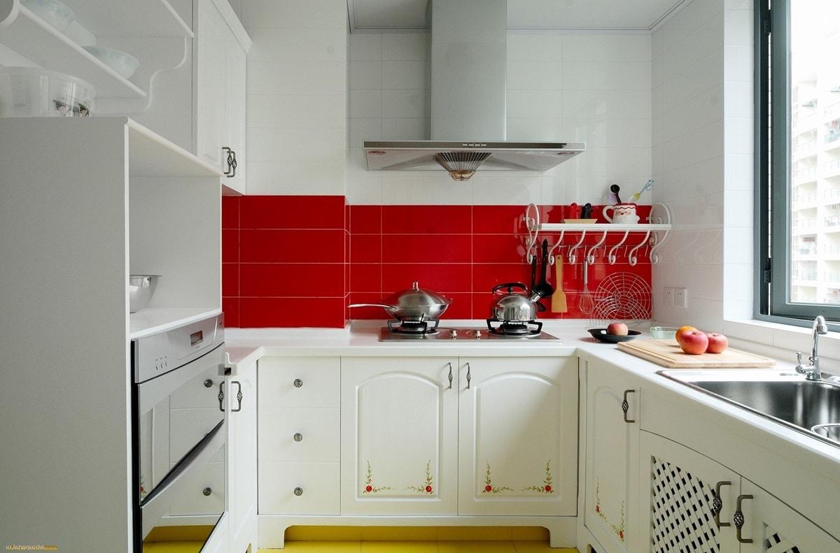 Кухня 6 квадратов со столешницей - фото