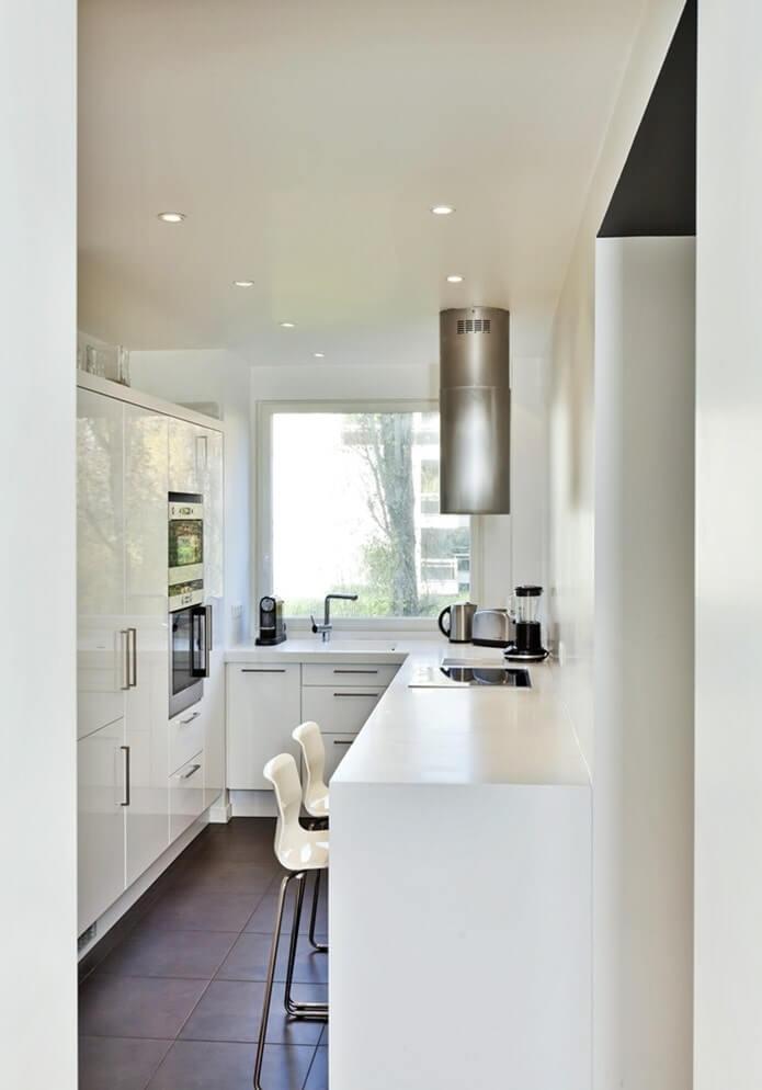 Планировка и дизайн узкой кухни