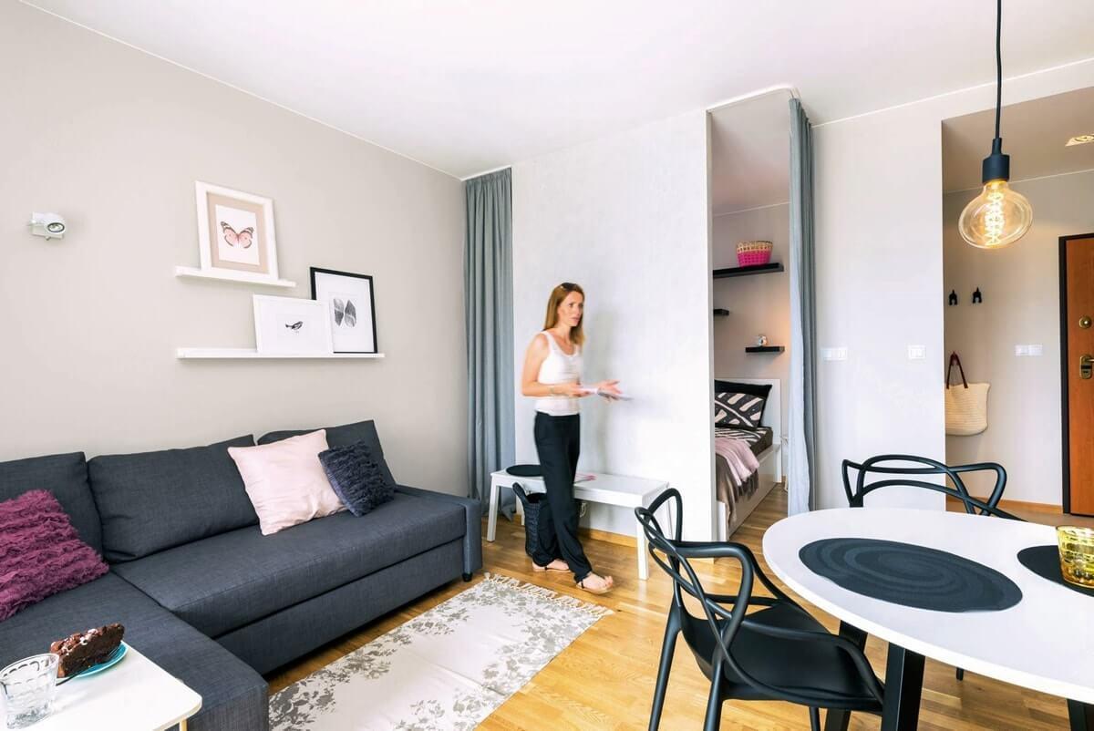 Спальня за перегородкой в гостиной