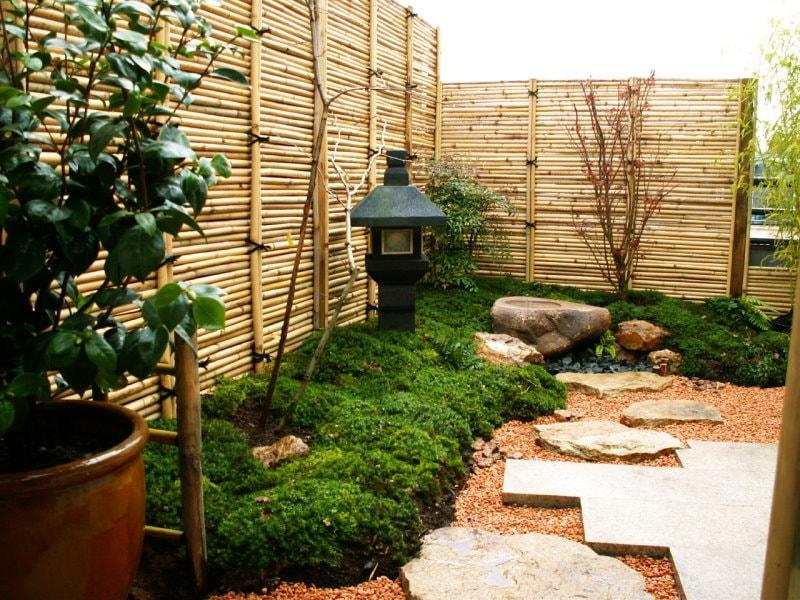 Фонарь для сада в японском стиле