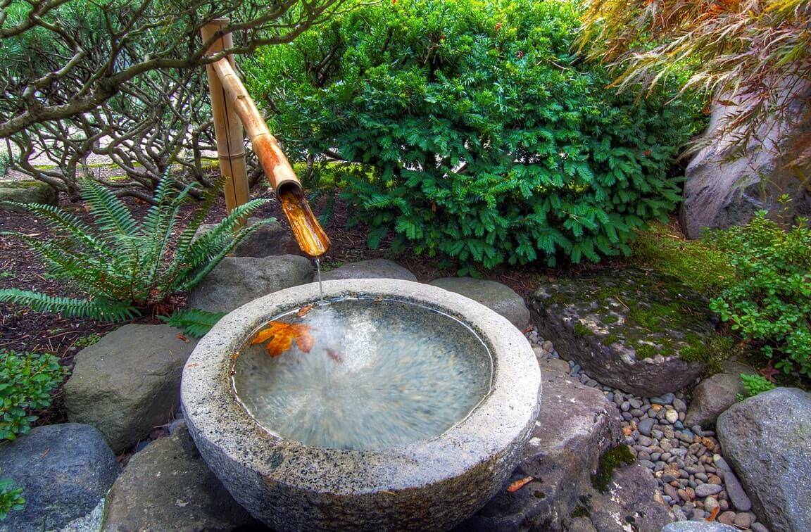 Чаша тсукубаи для сада в японском стиле