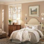 Бежевый цвет в интерьере спальни - фото 2